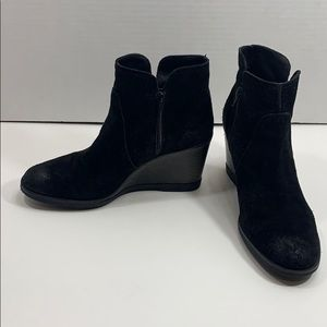 Kenneth Cole Reaction suede wedge boots